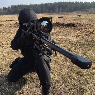 Боец Росгвардии РФ с винтовкой ДВЛ-10 M1M2