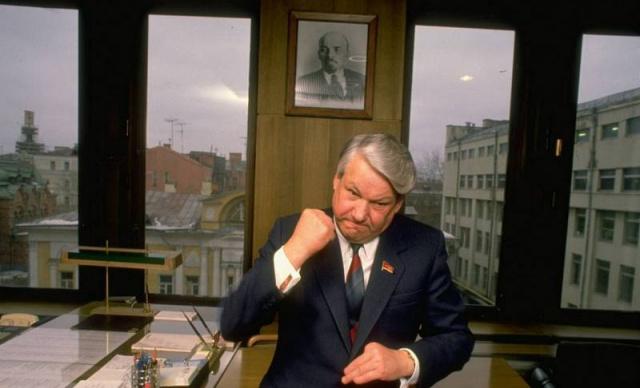 Борис Ельцин в своем офисе в Москве, февраль 1989 года