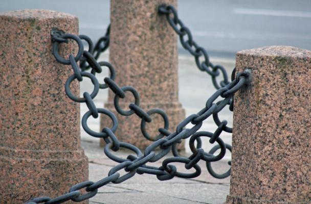 Гранит и цепи