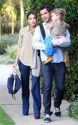 Джессика Альба с мужем и дочкой