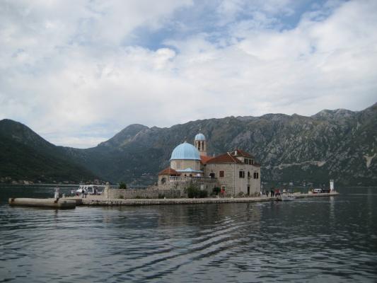 Церковь Богородицы на острове, Которский залив, Черногория.