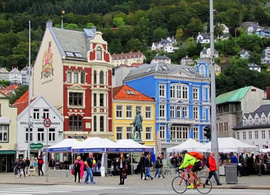 Норвежский рынок на площади (Серия)