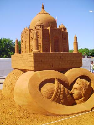 Тадж-Махал - символ любви Шаха Джахана к своей жене - сказочной красавице Мумтаз-Ма
