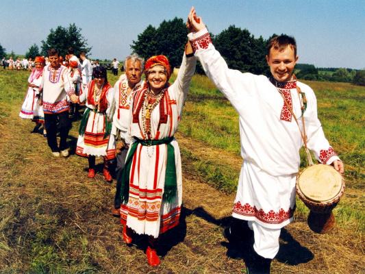 Россияне танцуют...