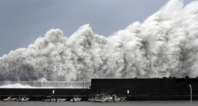 тайфун у берегов Японии