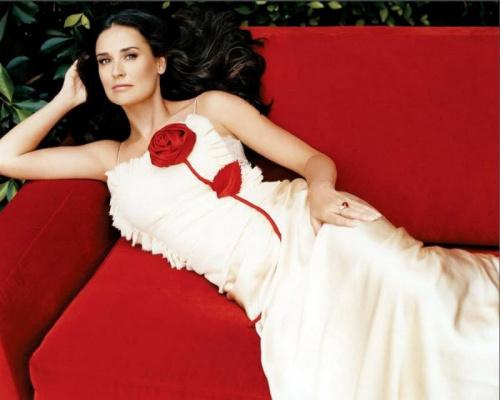 Деми Мур позирует в своем доме на Голливудских Холмах для журнала « Harper's Bazaar».