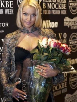 Анастасия Волочкова на показе моды в Москве