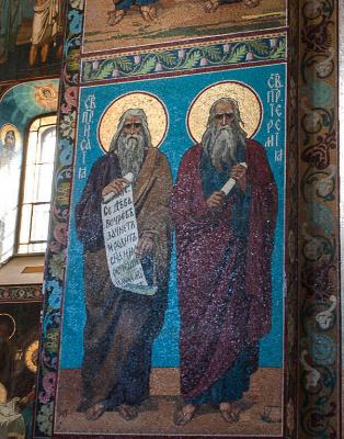 Почему в наиболее значимых храмах С. Петербурга иконы не написаны, а набраны из мозаики?
