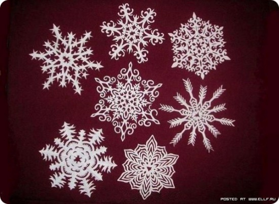 Снежинки из бумаги -1