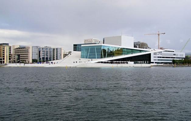Это Норвегия. Что это и в каком городе находится?