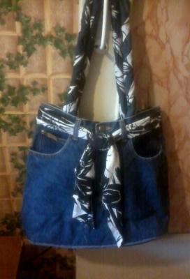 Сумка для дачи из старых джинсов.