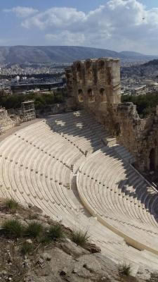 Как называются части греческого театра?