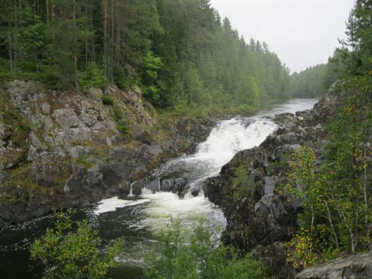 Равнинный водопад Кивач.