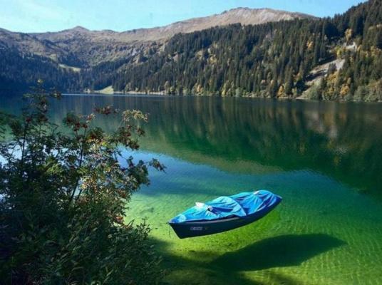 Чистые воды озера...