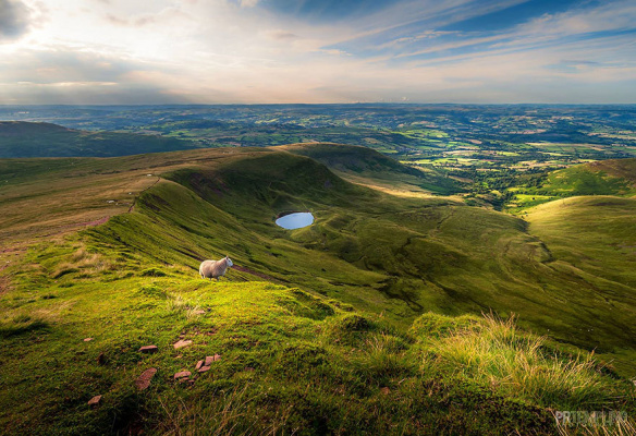 Корн дю Гора в Уэльсе