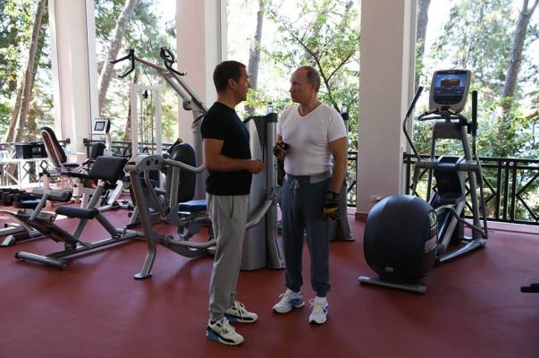 Медведев и Путин 5