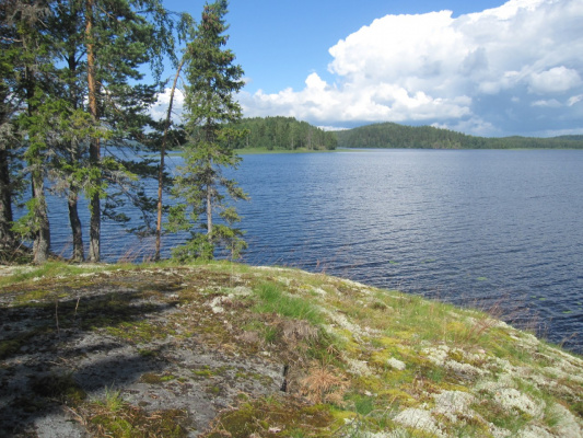 Острова на озере
