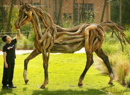 Лошадка из корней и веток  Мне понравилась , детство вспомнил