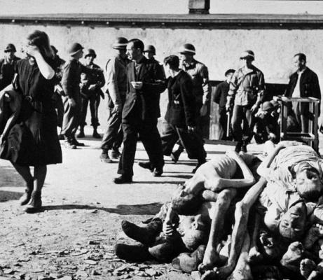 Свалка трупов в Бухенвальде, 1945 г