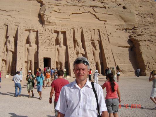 Перед входом в храм, посвященный Хатшепсут