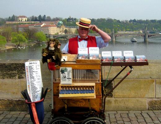 Прага, на Карловом мосту.