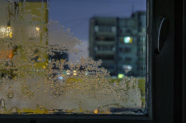 А за окном мороз