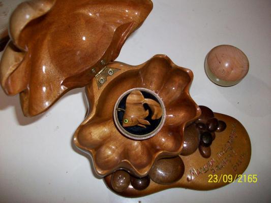 """Кулон """"Золотая рыбка в футляре""""  Красная ольха,французский дуб,чёрный бархат,латунь.Февраль 2003."""