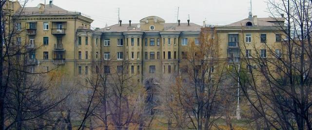 Проспект Металлугов осень
