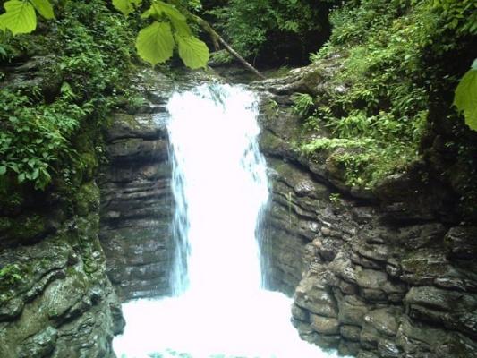Водопад на Бешенке май
