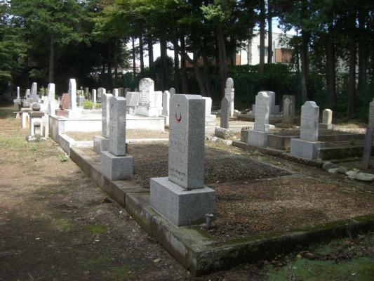 Мусульманское (татаро-башкирское) кладбище в пригороде Тама Рэйэн гор. Токио