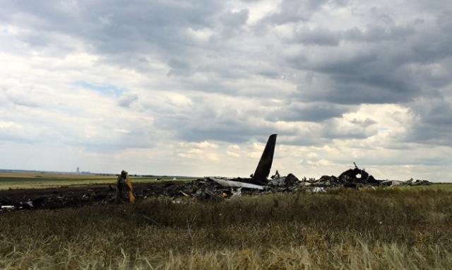 Над Луганском сбит самолет Ил-76 (фото №4)