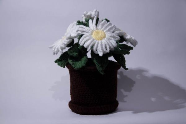 Вязаные цветы в горшочке крючком. Цветы.