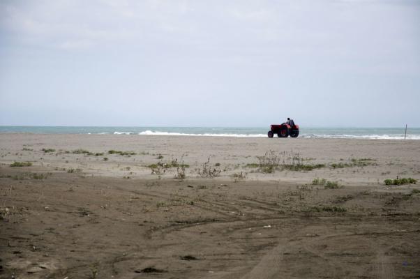Великий пляж. Подготовка к сезону идет полным ходом. Черногория