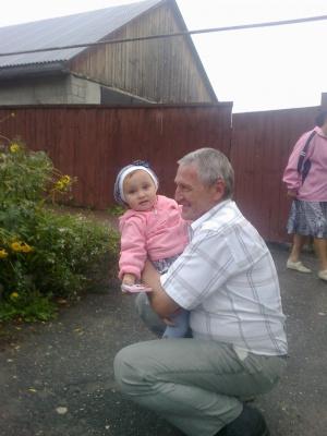дед Саша со своей внучкой в Скопине