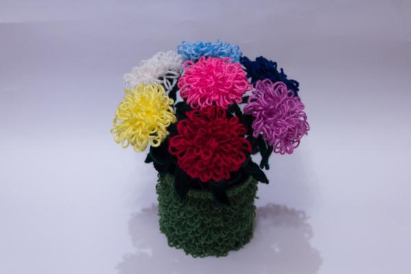 Вязаные цветы в горшочке крючком. Астры.