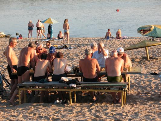 Жаркий турнир по пляжным шахматам :)
