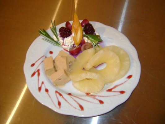 десерт мороженое с ананасами