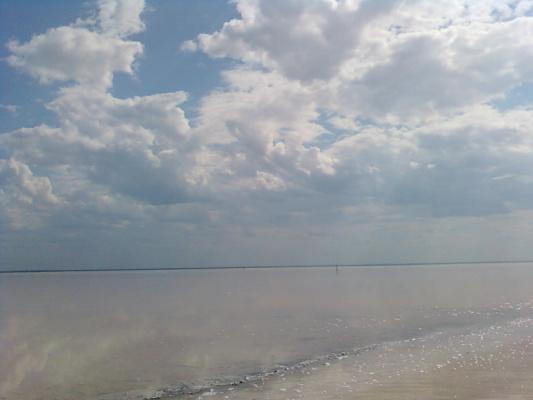 озеро Эльтон и небо-красиво