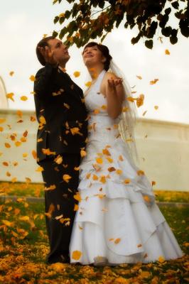Под любовным дождём осениих листьев
