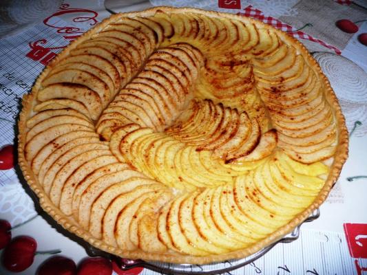 Яблочный тарт с корицей