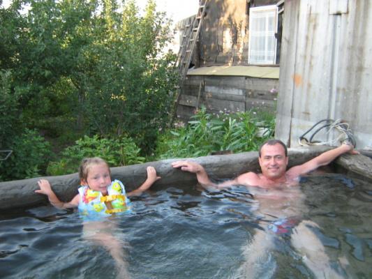 Я и Ритуля в бассейне...