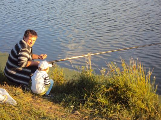 С внуком на рыбалке.