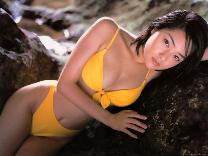 krasivie-aziatki-v-bikini