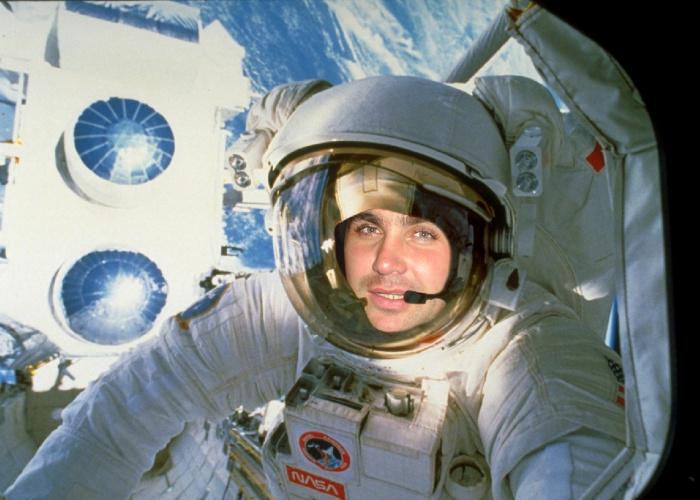работу курьером профессии для девушек связанные с космосом можете