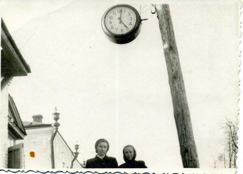 Под часами...1950 г.