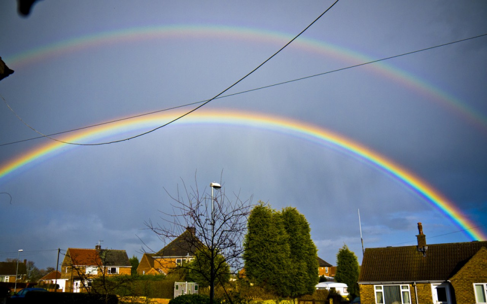 Гало радуга над городом