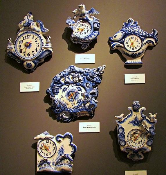 Где можно найти такую коллекцию настенных часов?