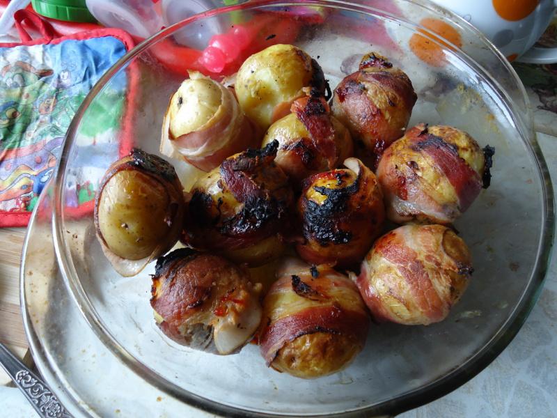 молодой картофель в беконе