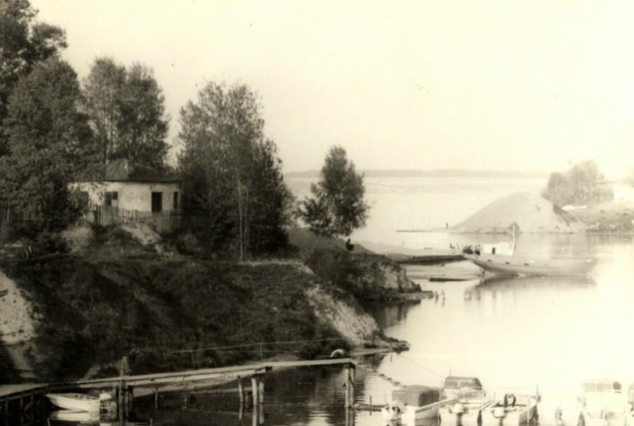 Пушавка в 1980 году. Вид с лодочной станции.