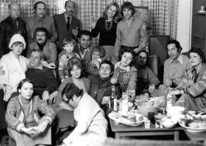 Новоселье в квартире Владимира Высоцкого на Малой Грузинской. Фото Валерия Плотникова, 24 декабря 1975